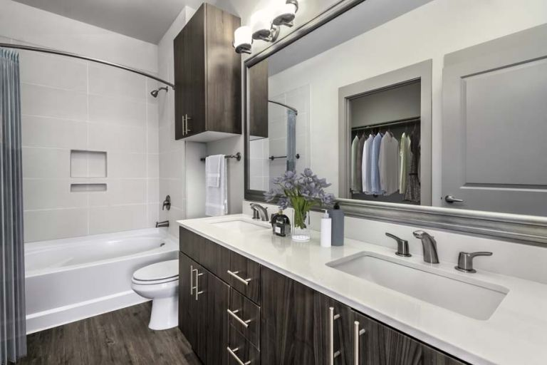 photo of a sparkling clean bathroom