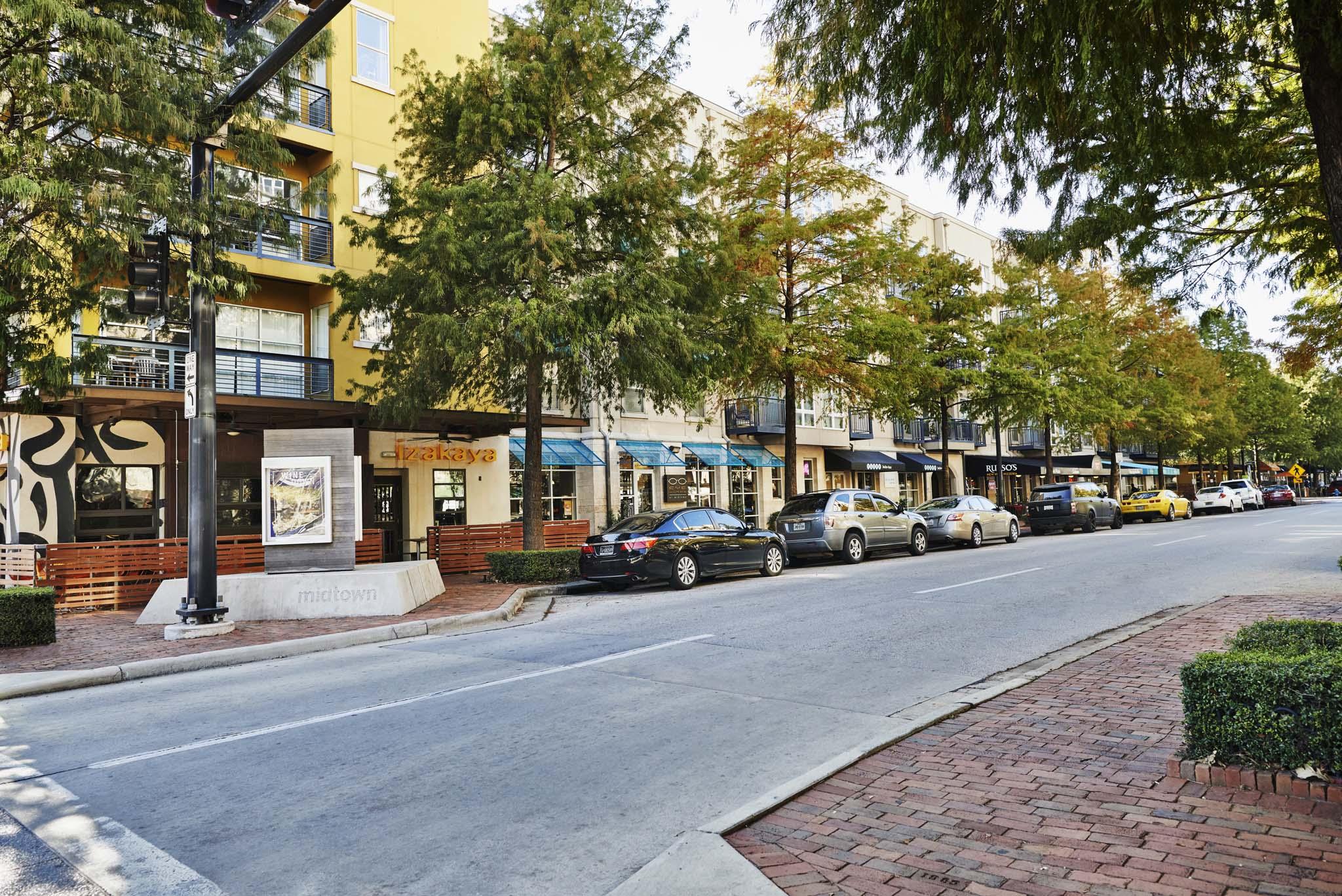 Walkable bars and restaurants in Midtown Houston
