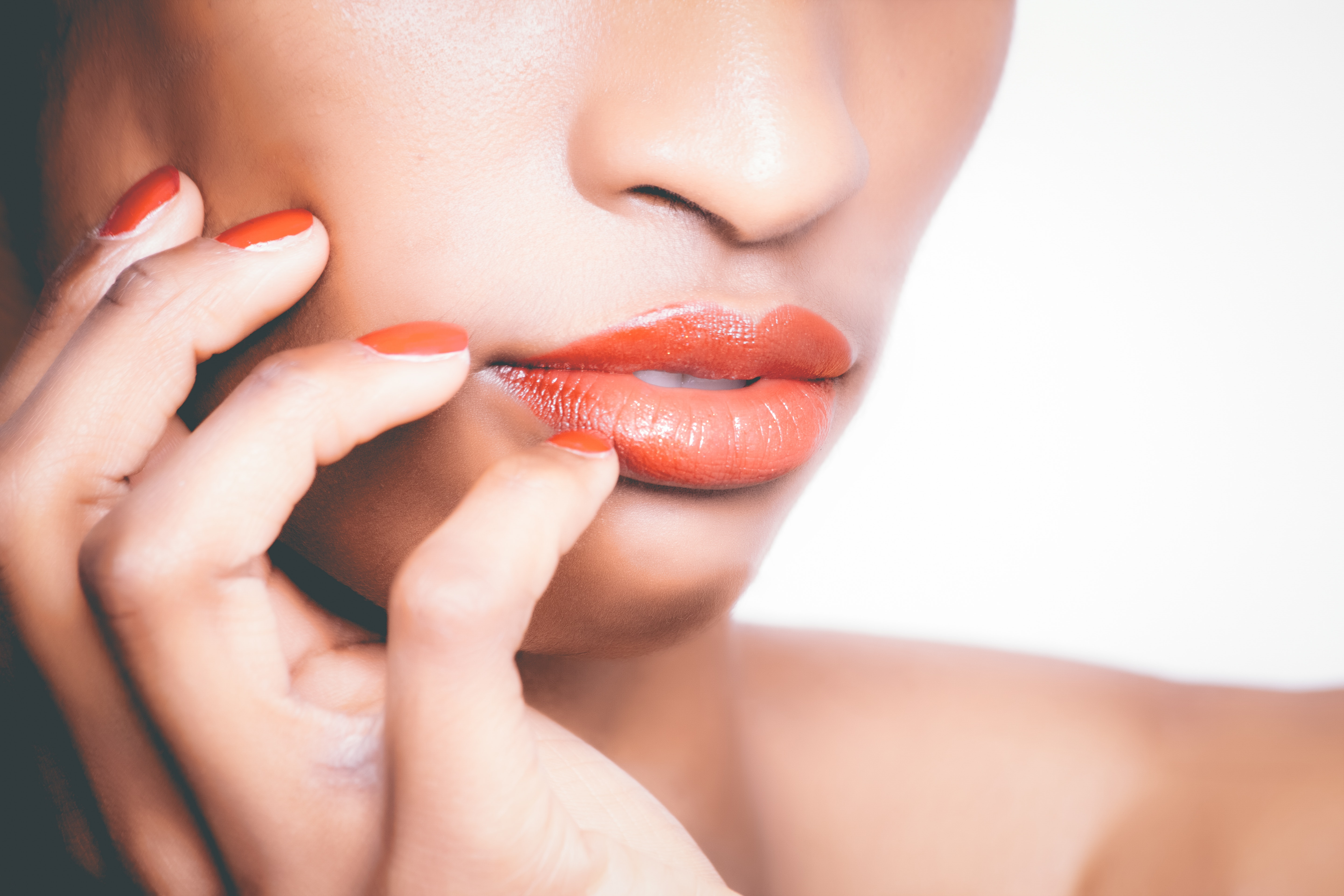 Coral nails and lips