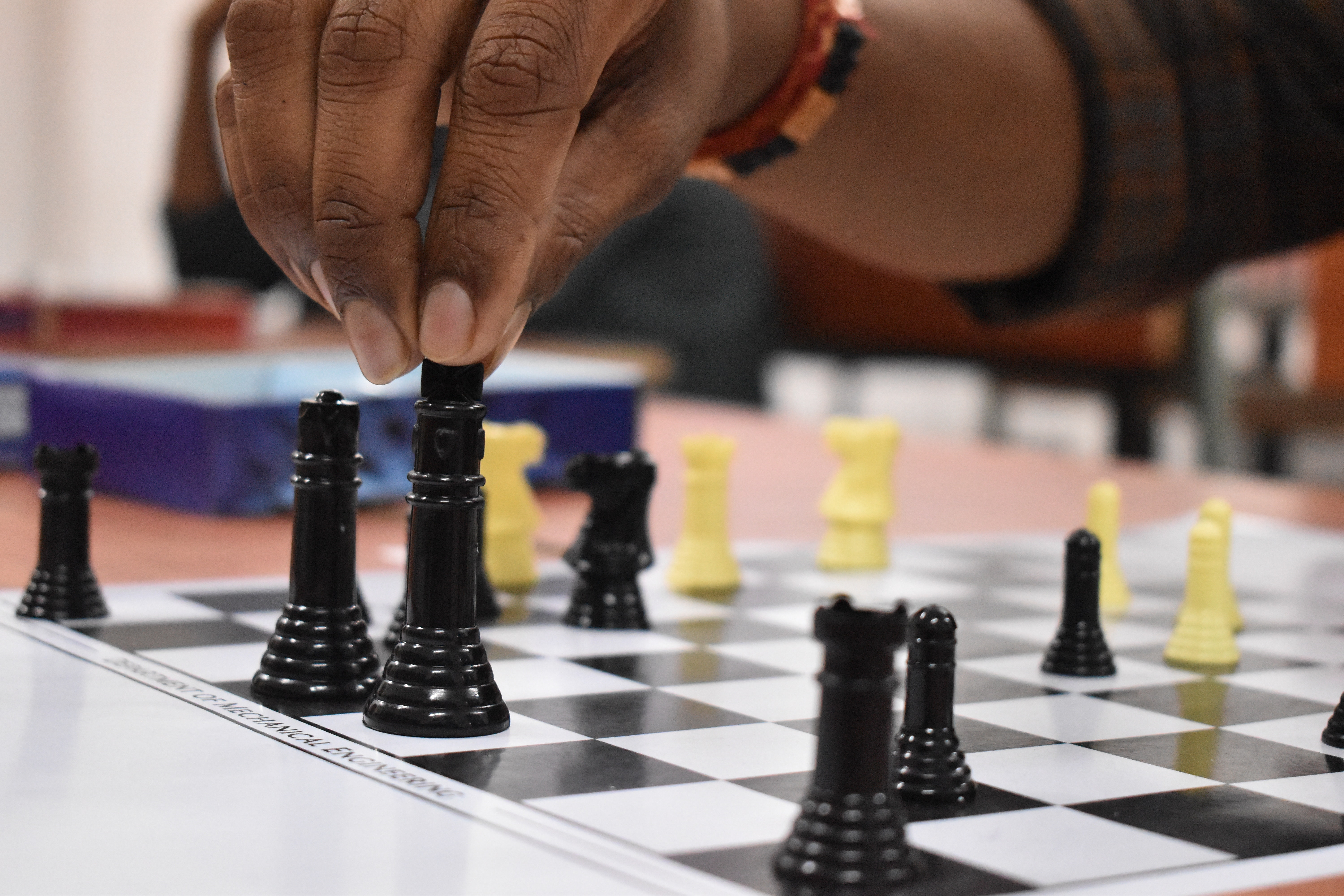 black-and-yellow-chess-pieces-3830671.jpg