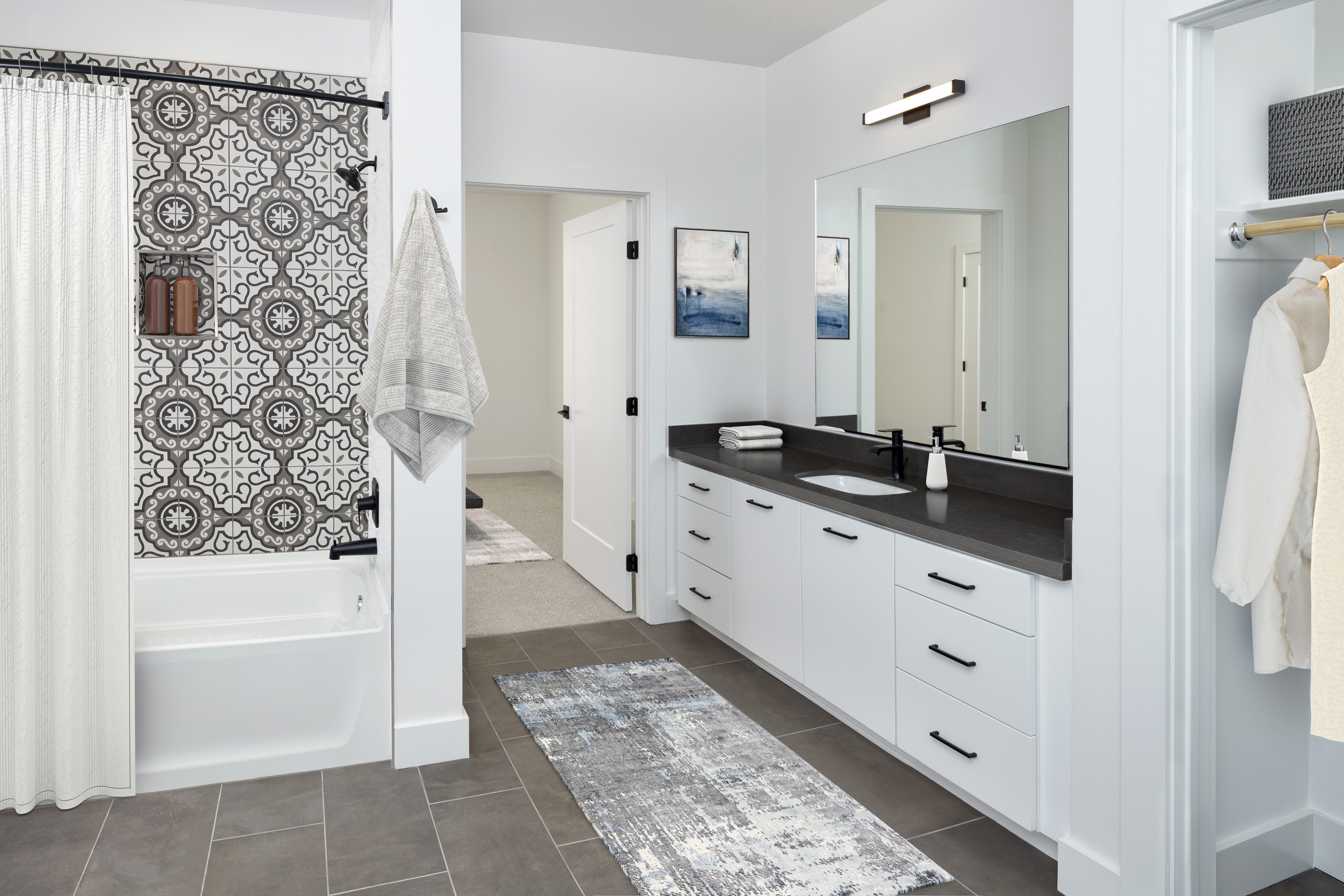 camden-hillcrest-apartments-san-diego-ca-bathroom-with-shower-tub.jpg