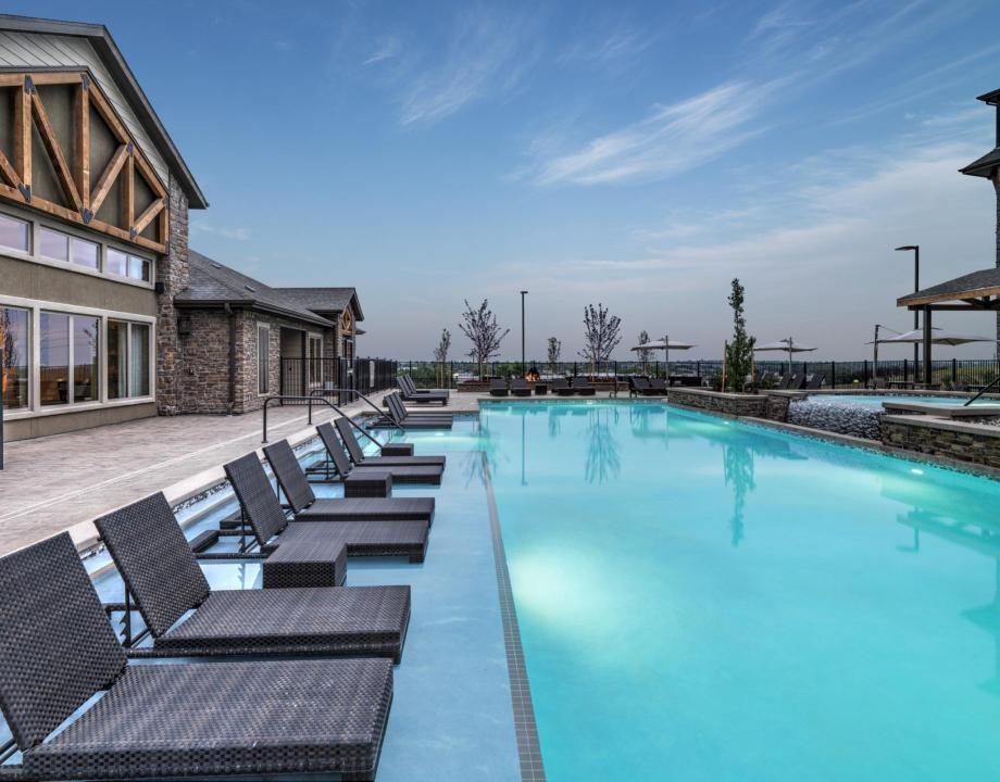 Denver Apartments Camden Flatirons Pool