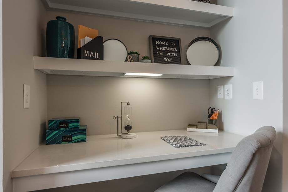 camden-franklin-park-apartments-franklin-tn-built-desk.jpg