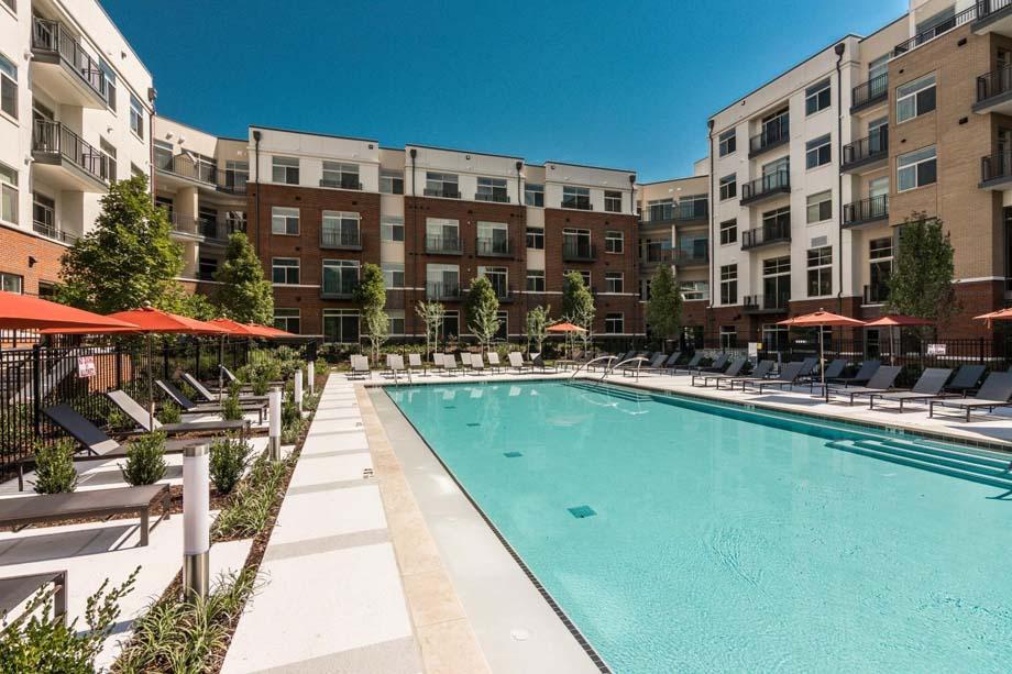 camden-franklin-park-apartments-franklin-tn-pool-and-expansive-sundeck.jpg