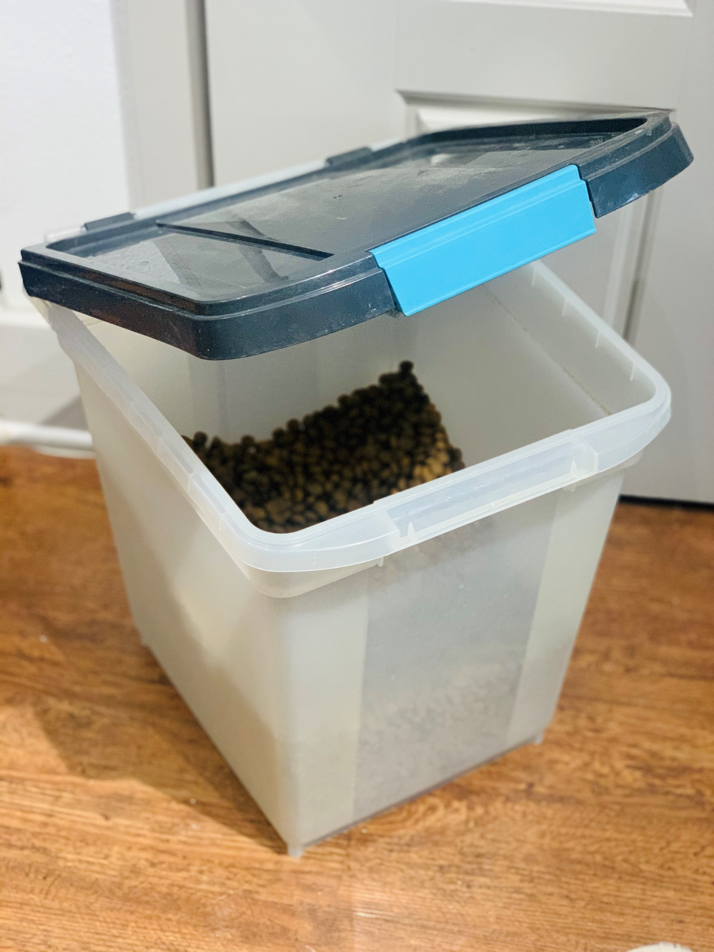 Dog food storage bin