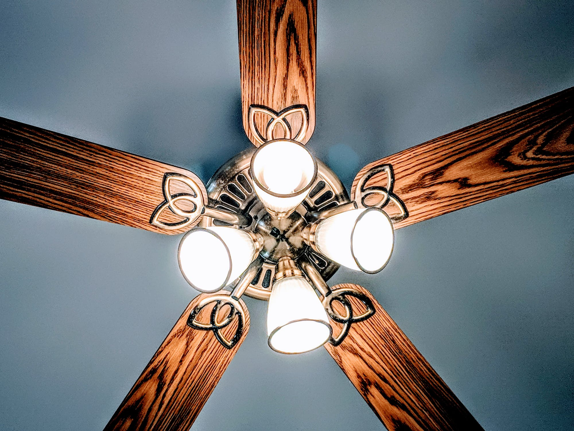 Ceilingfan_Energy-Saving Ways To Warm Your Apartment This Winter