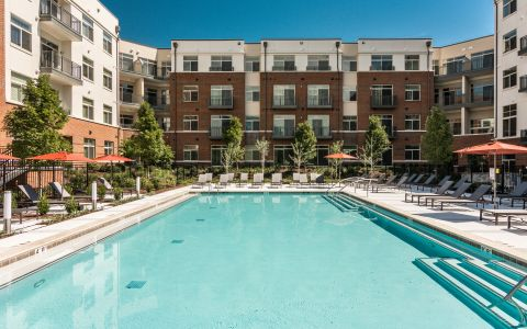 Resort style pool and expansive sundeck and Camden Franklin Park Apartments in Franklin, TN