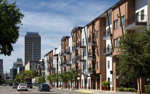 Camden Orange Court Apartments in Orlando, Florida