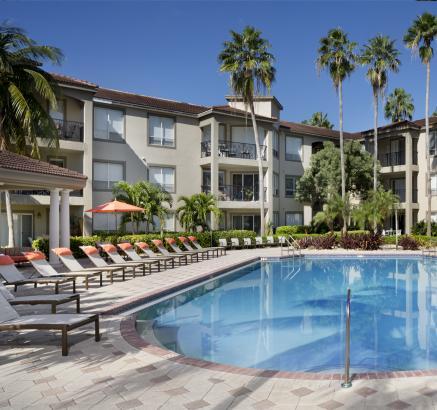 Camden Aventura Apartments Pool in Aventura, FL