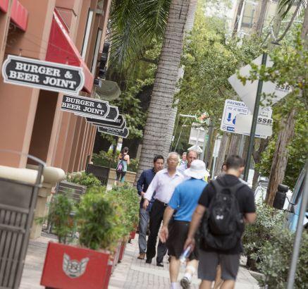 Retail Shops Lounge Restaurants Camden Brickell Apartments in Miami, FL