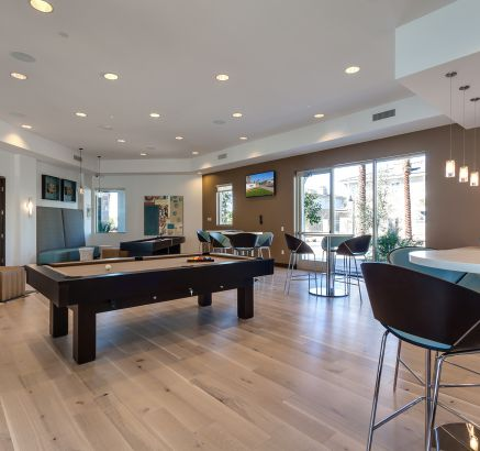 Resident Lounge with Billiards at Camden Chandler Apartments in Chandler, AZ