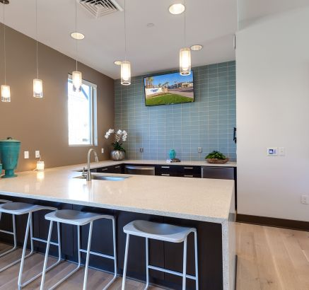 Resident Lounge with Gourmet Kitchen at Camden Chandler Apartments in Chandler, AZ
