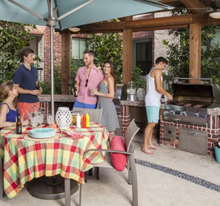 Outdoor Grills at Camden City Centre Apartments in Houston, TX