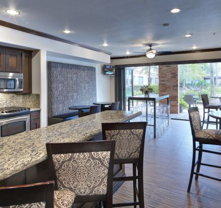 Camden Heights Apartments in Houston, TX Social Lounge with Kitchen and Entertaining Space
