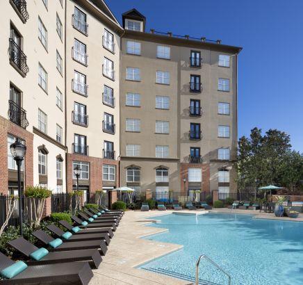 Salt Water Pool at Camden Midtown Atlanta Apartments Downtown Atlanta, GA