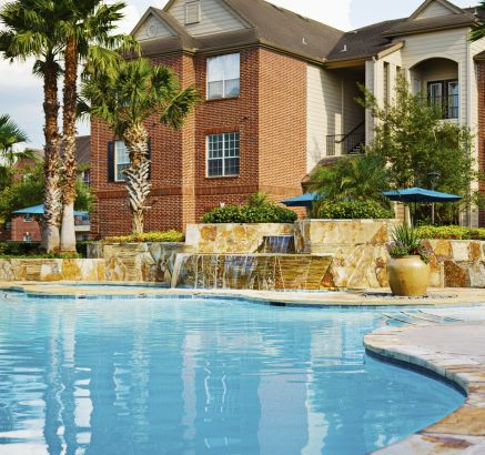 Pool at Camden Oak Crest Apartments in Houston, TX