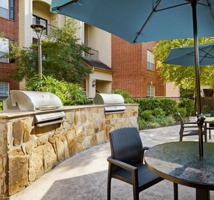 Outdoor Grills at Camden Oak Crest Apartments in Houston, TX