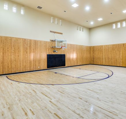Basketball court at Camden Overlook Apartments in Raleigh, NC