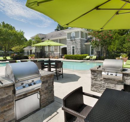 Camden Peachtree City Apartments pool and grill in Peachtree City, GA