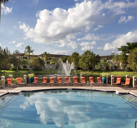 Camden Plantation Apartments in Plantation, FL Swimming Pool