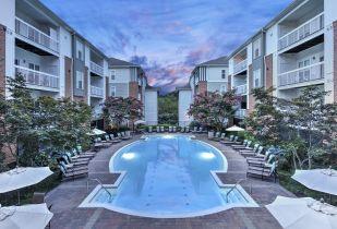 Camden Fair Lakes Apartments in Fairfax, Virginia