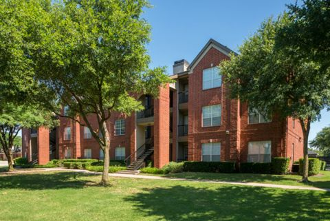 Courtyard and Building Exteriors at Camden Addison Apartments in Addison, TX