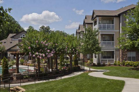 Courtyard at Camden Asbury Village Apartments in Raleigh, NC
