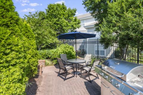Outdoor dining and grill area at Camden Ashburn Farm Apartments in Ashburn, VA
