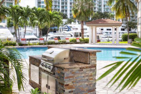 Grill at Camden Aventura Apartments in Aventura, FL