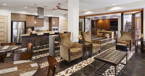Outdoor Kitchen and Lounge at Camden Belmont Apartments in Dallas, TX