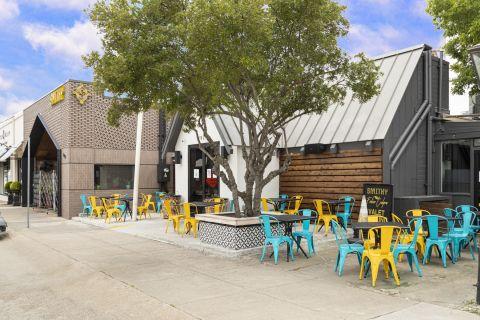 Local restaurants near Camden Belmont Apartments in Dallas, TX