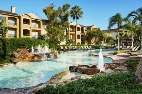 Resort-style Pool with Outdoor Lounge at Camden Breakers Apartments in Corpus Christi, TX