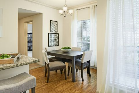 Dining Room at Camden Breakers Apartments in Corpus Christi, TX
