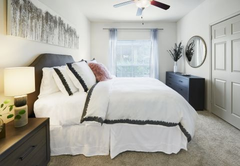 Bedroom at Camden Breakers Apartments in Corpus Christi, TX