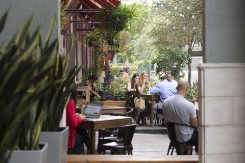 Nearby Restaurants at Camden Brickell Apartments in Miami, FL