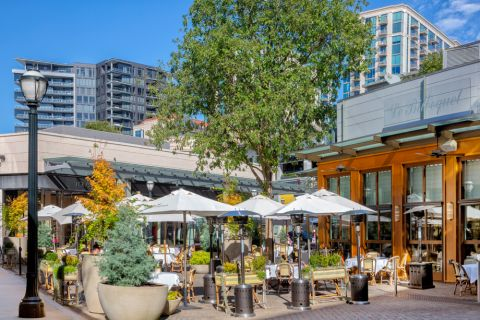 Dining at Buckhead Village near Camden Buckhead apartments in Atlanta, GA
