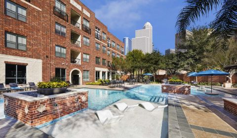 Swimming Pool at Camden City Centre Apartments in Houston, TX