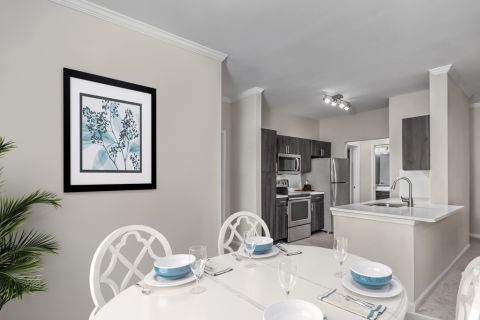 Dining Area at Camden Creekstone Apartments in Atlanta, GA