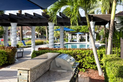 Grills at Camden Doral Villas Apartments in Doral, FL