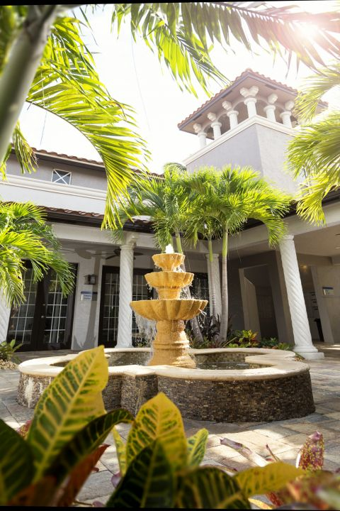 Leasing Office at Camden Doral Villas Apartments in Doral, FL