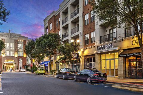 Fairfax Corner Shopping Center at Camden Fairfax Corner Apartments in Fairfax, VA
