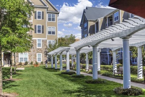 Courtyard at Camden Fallsgrove Apartments in Rockville, MD
