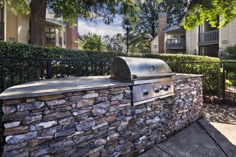 Poolside barbeques and outdoor dining at Camden Foxcroft in Charlotte, North Carolina