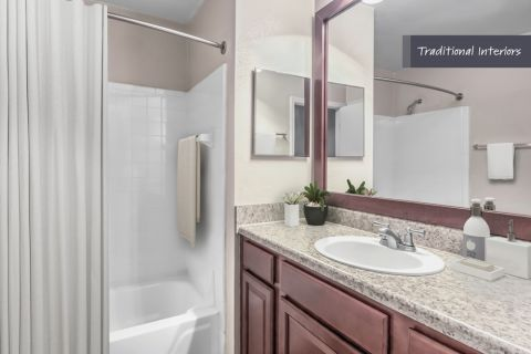 Bathroom with traditional interiors at Camden Foxcroft in Charlotte, North Carolina