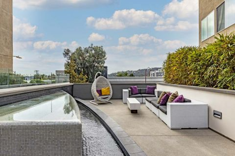 Outdoor Rooftop Lounge at Camden Glendale Apartments in Glendale, CA