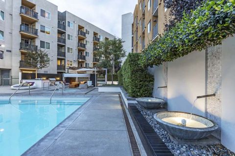 Resort-Style Swimming Pool with Water Feature at Camden Glendale Apartments in Glendale, CA