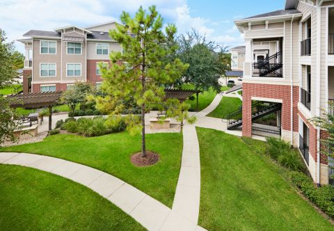 Outdoor Green Space at Camden Grand Harbor Apartments in Katy, TX