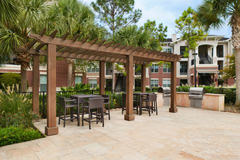 Outdoor Grill Area at Camden Grand Harbor Apartments in Katy, TX