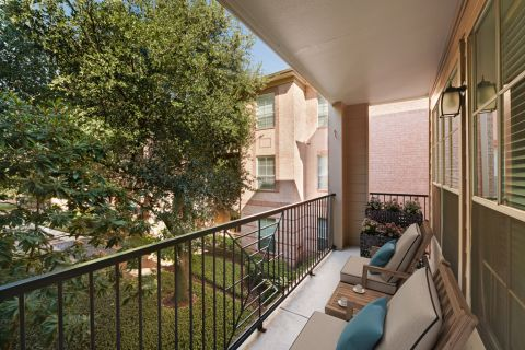 Balcony at Camden Greenway Apartments in Houston, TX