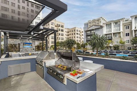 Barbecue Grilling Stations with Barstool Seating and Dining Areas near TV at Camden Harbor View Apartments in Long Beach, CA